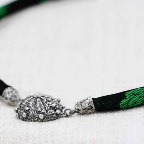Collana Roots Small con Broccato Nero e Verde 2