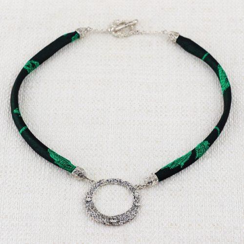 Collana Moon Ring Large con Broccato Nero e Verde 1
