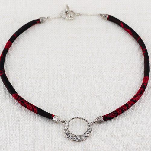 Collana Moon Ring Small con Broccato Nero e Rosso Vivo 1