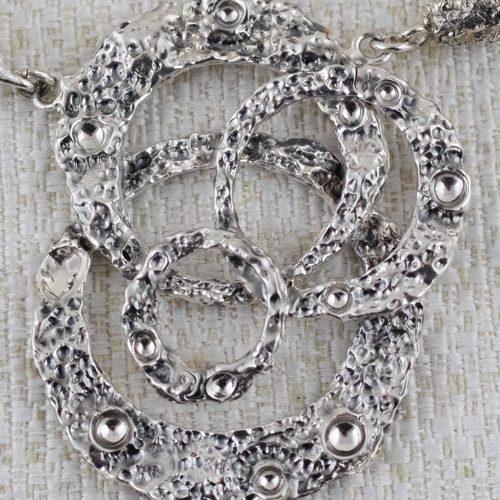 Collana Moon Ring Composition con Broccato Nero e Oro 3