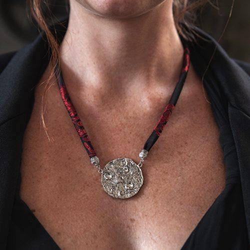 Collana Full Moon Large con Broccato Nero e Oro 6