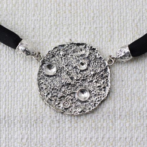 Collana Full Moon Large con Broccato Nero 2