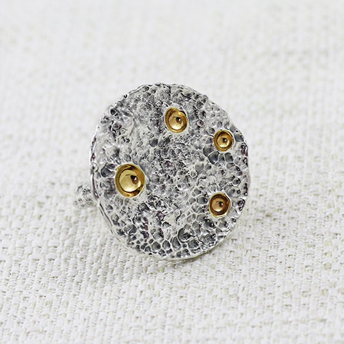 Anello Full Moon Medium con Dorature nei crateri 6